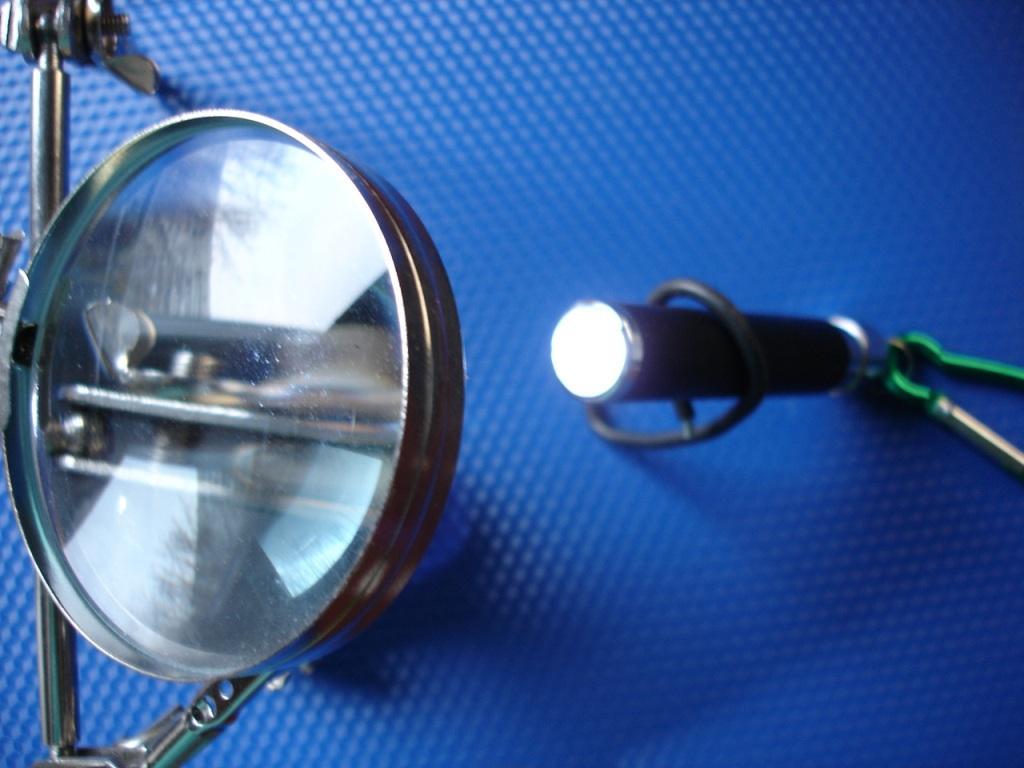 Линза и LED-фонарик